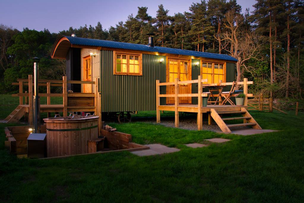 swinburne-shepherds-hut-at-chishillway-huts-northumberland-shepherds-huts
