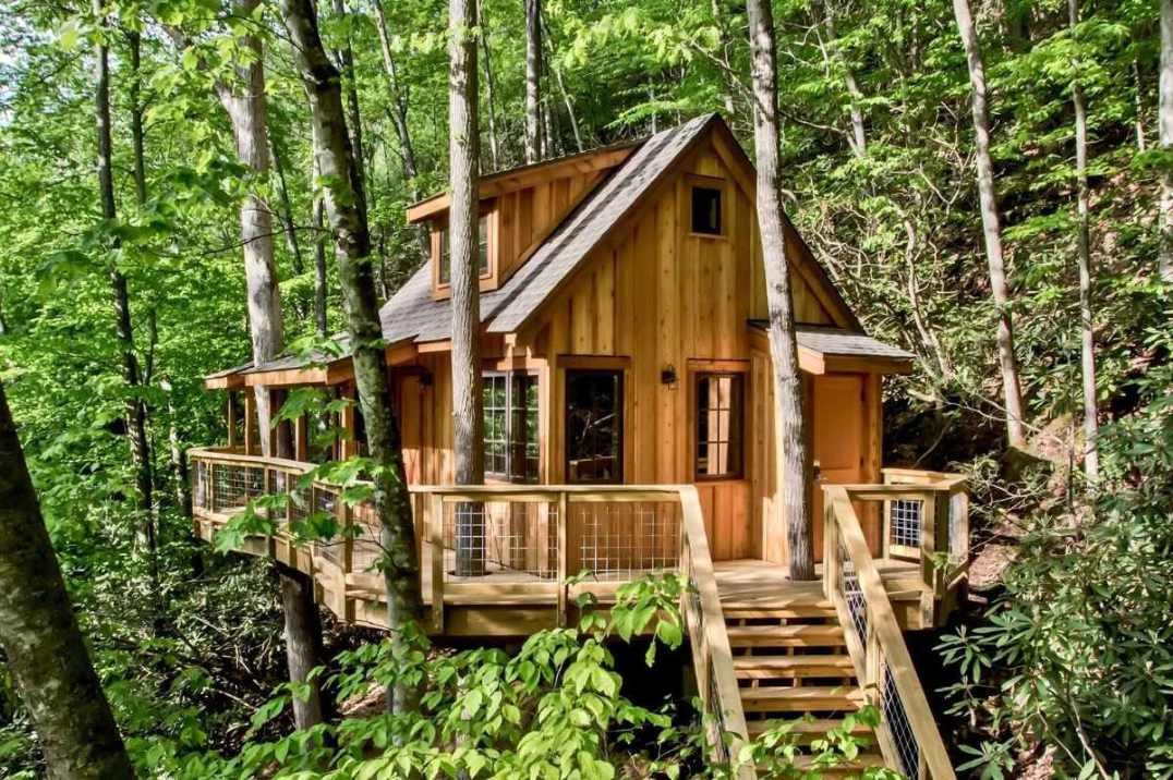 the-cedar-treehouse-at-treehouse-grove-glamping-tennessee
