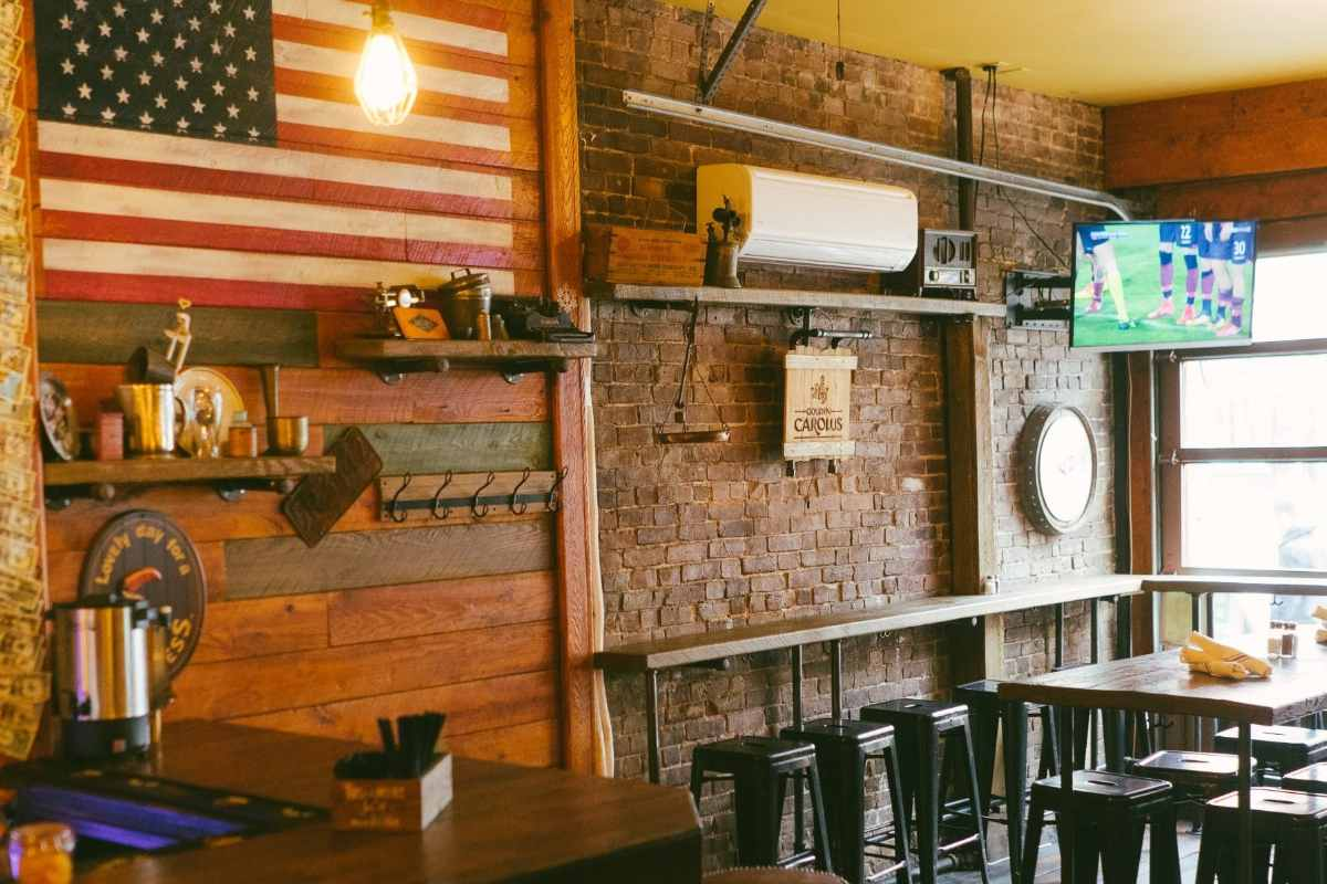 bar-and-tables-inside-lillys-craft-and-kitchen-bottomless-brunch-nyc