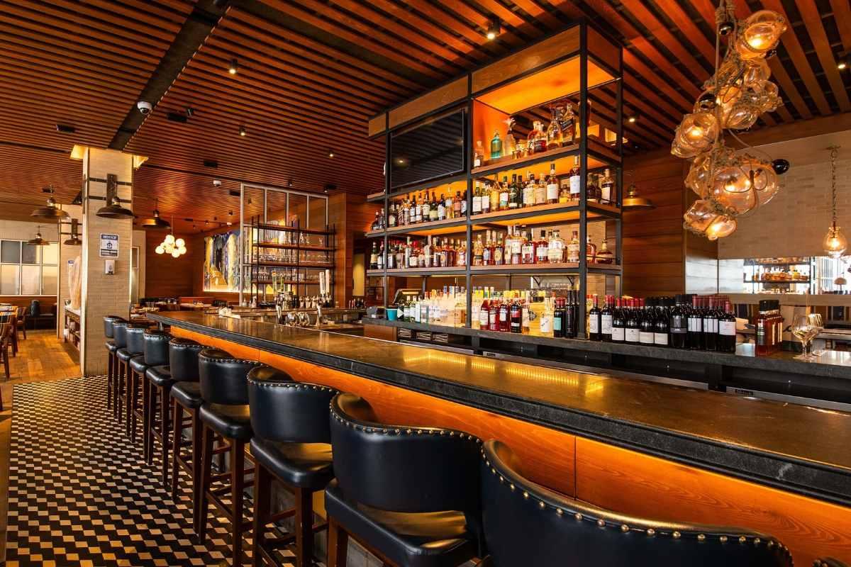 ar-inside-hudson-west-kitchen-and-craft-bar