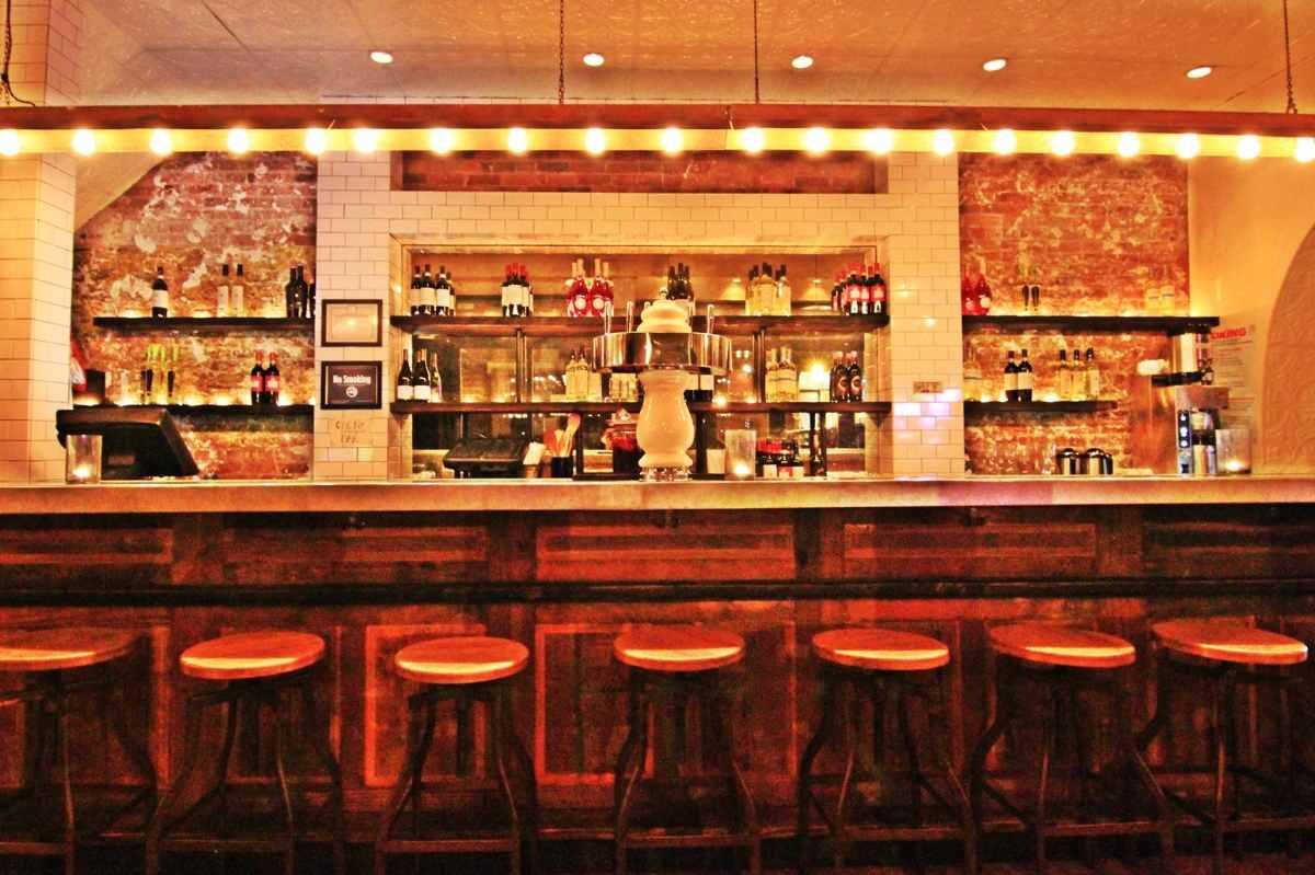 bar-inside-san-marzano-restaurant-at-night