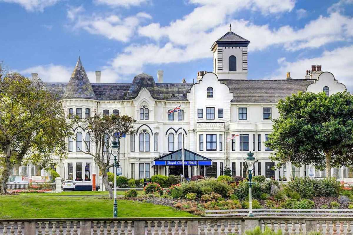 best-western-royal-clifton-hotel-on-sunny-day-in-southport