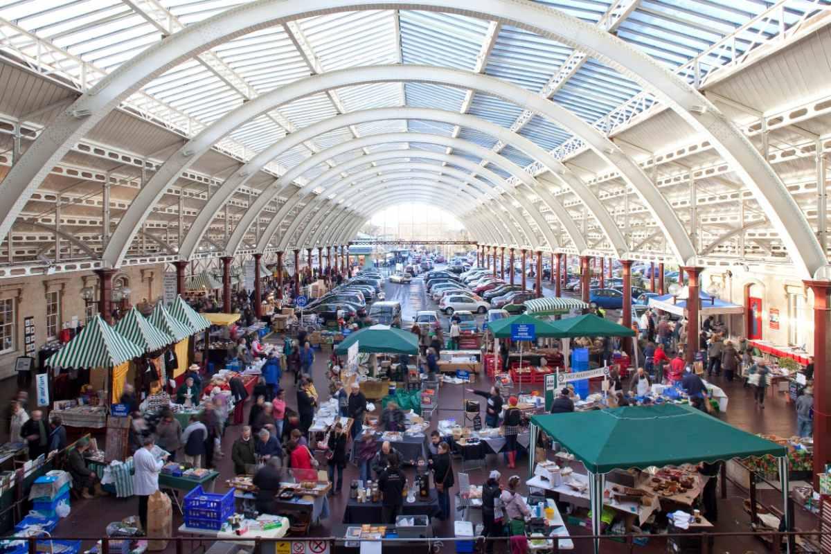 market-stalls-inside-green-park-station