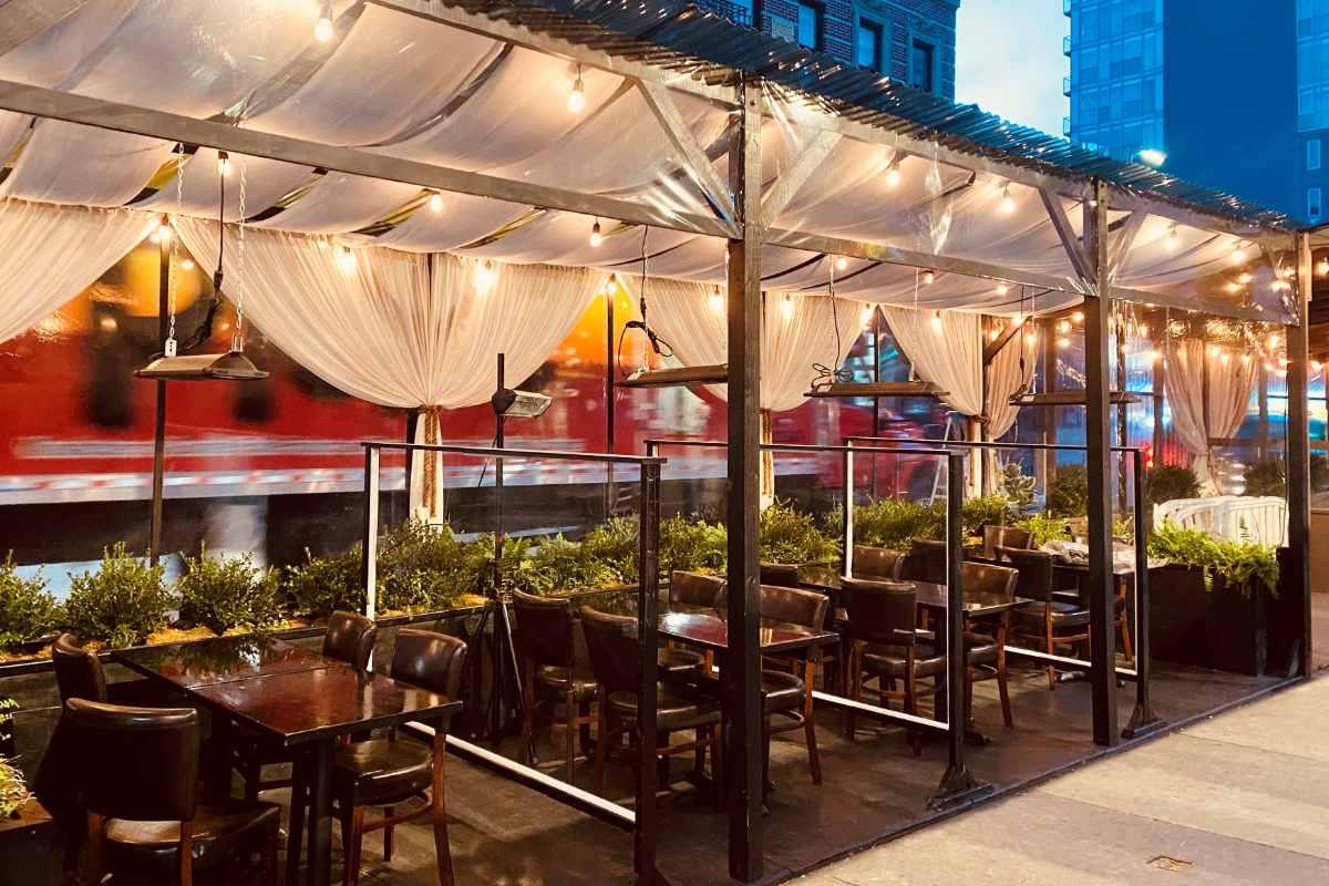 outdoor-dining-at-essex-restaurant