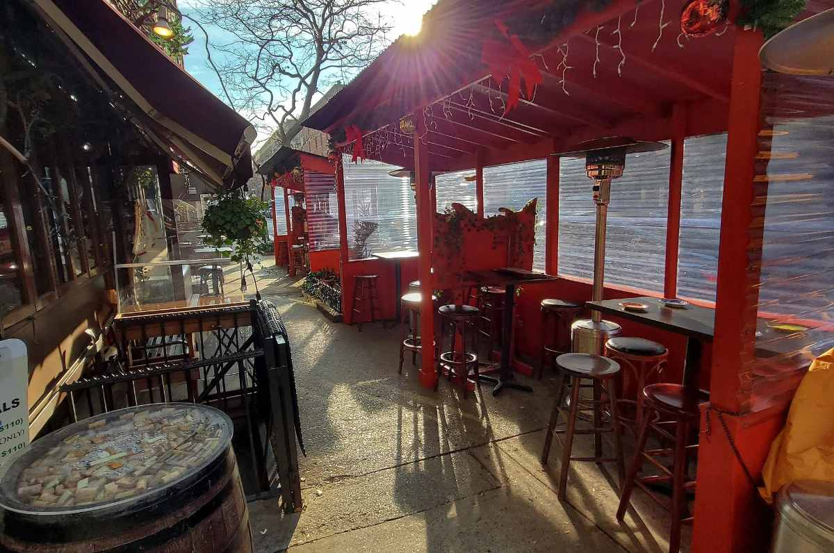 outdoor-dining-at-pil-pil-restaurant-on-sunny-day