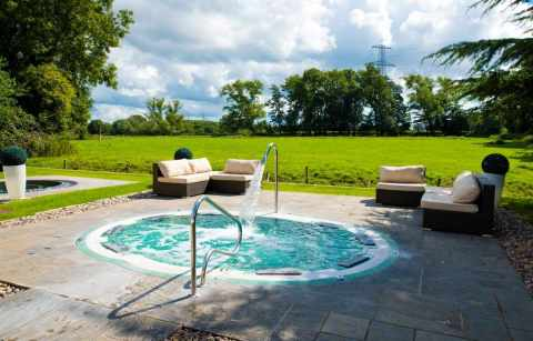 outdoor-hot-tub-at-thornton-hall-outdoor-and-spa-days-liverpool