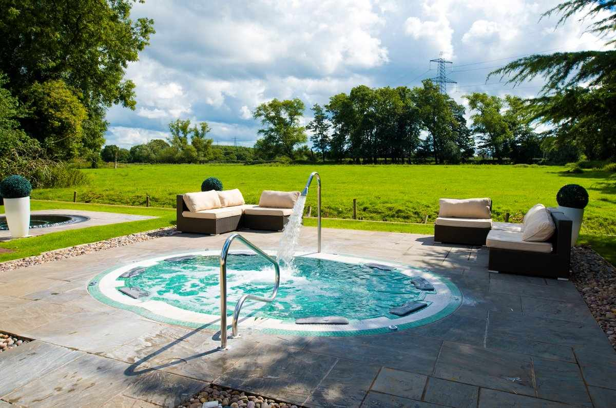 outdoor-hot-tub-at-thornton-hall-outdoor-and-spa