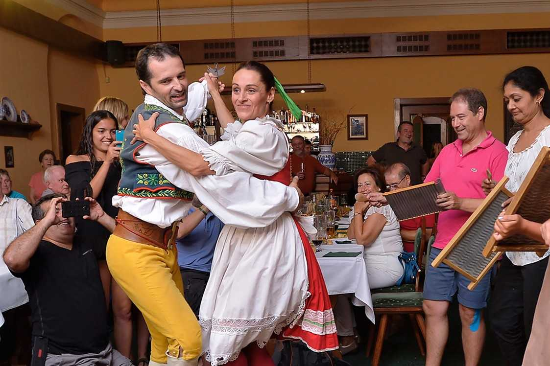 people-dancing-at-u-marčanů-folklore-party
