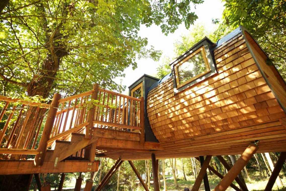 pickwell-manor-treehouse-treehouse-holidays-uk-with-hot-tub