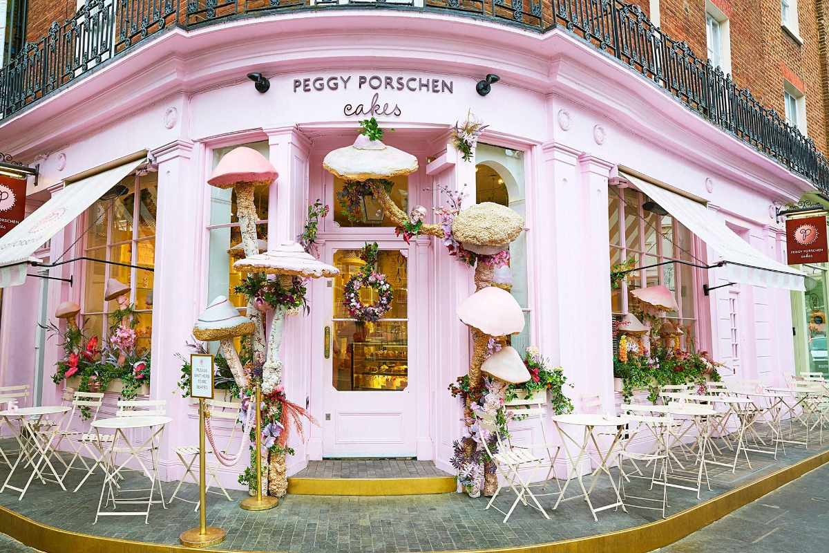pink-exterior-of-peggy-porschen-cakes-instagrammable-cafes-london