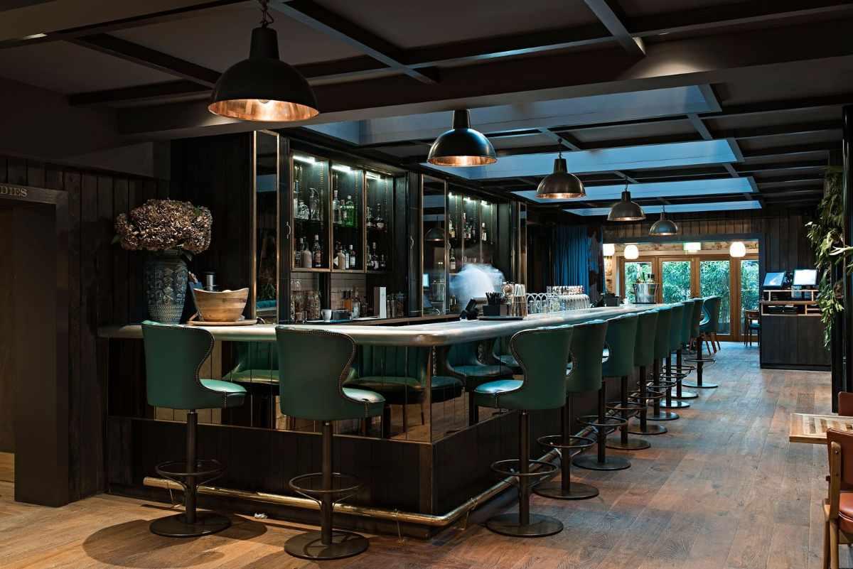seats-at-bar-of-the-falstaff-hotel