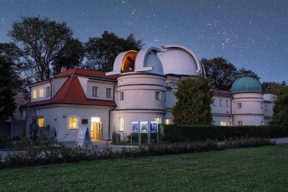 ŝtefánik-observatory-things-to-do-in-prague-at-night