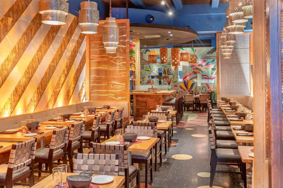 tables-inside-dos-caminos-restaurant-bottomless-brunch-nyc