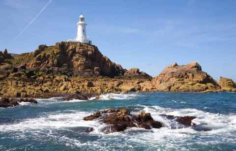 la-cobiere-lighthouse-on-sunny-day-3-days-in-jersey-itinerary