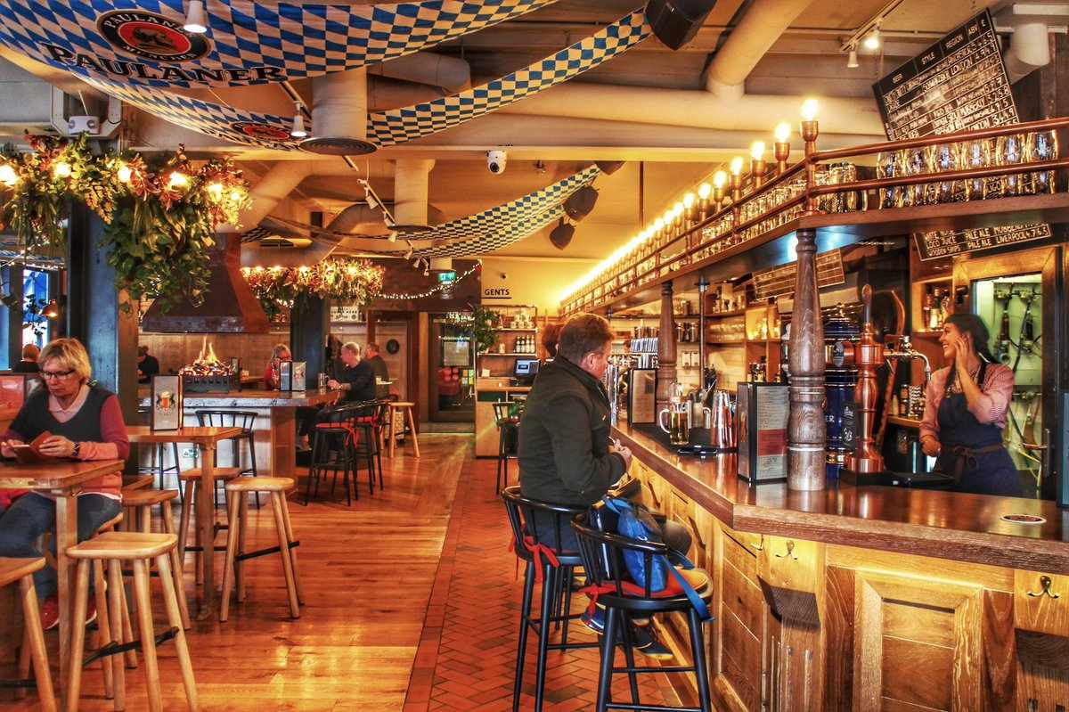 people-drinking-at-bar-and-eating-at-tables-in-alberts-schenke-restaurant