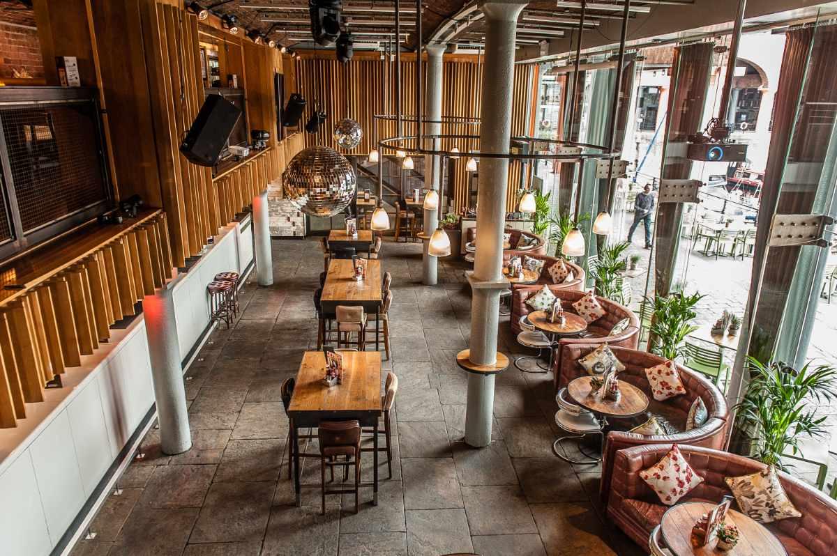 restaurant-tables-inside-revolution-bar-at-albert-dock