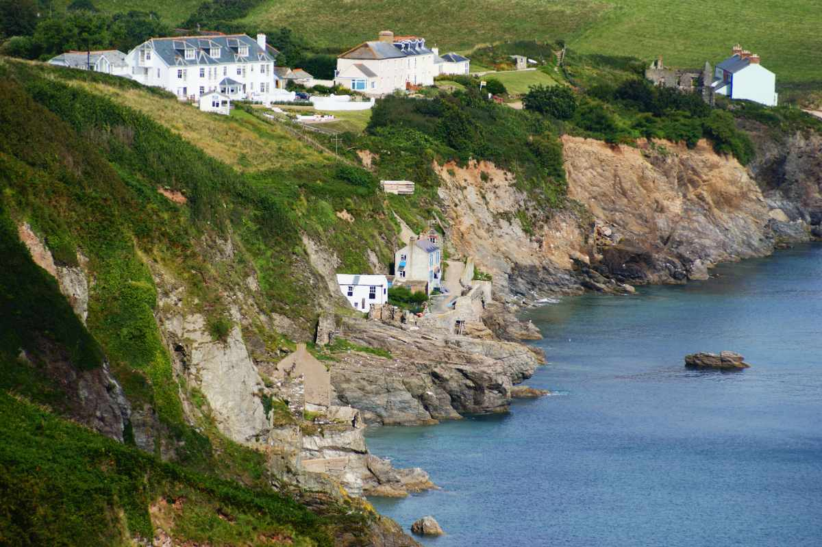 ruined-houses-at-hallsands-beach