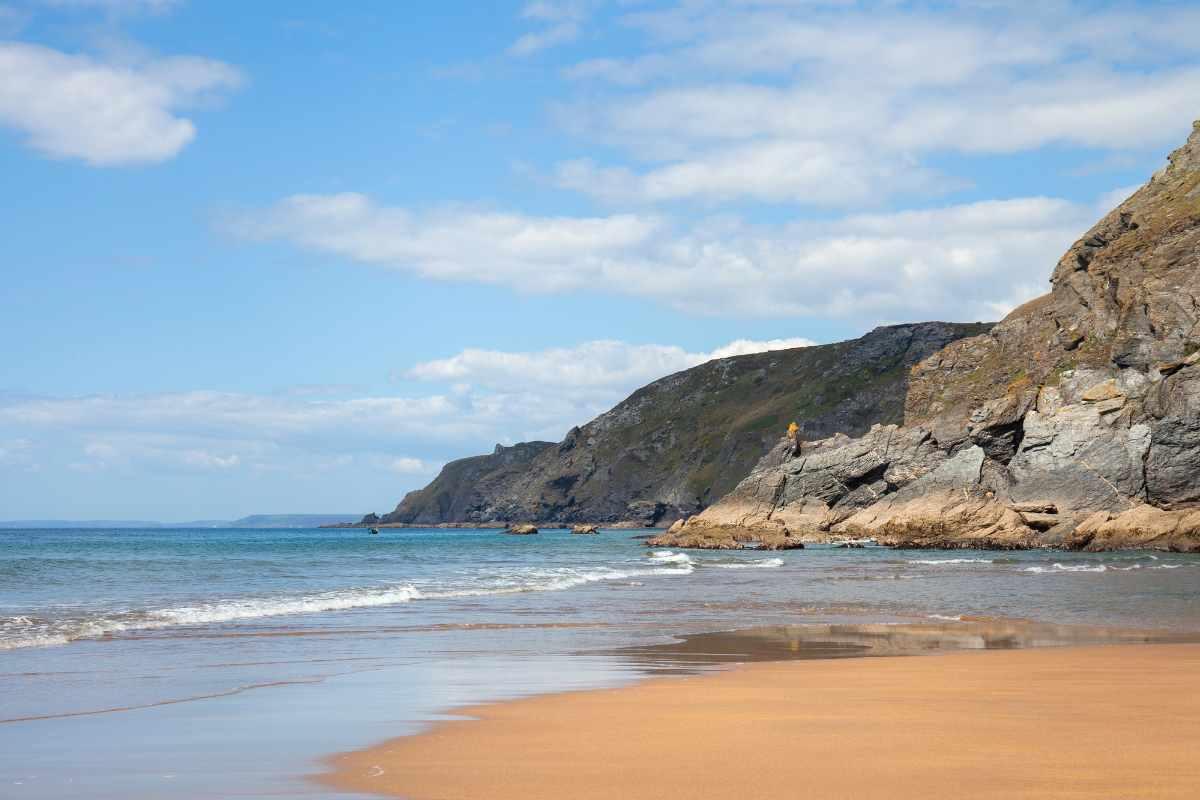 soar-mill-cove-sandy-beach-on-sunny-day