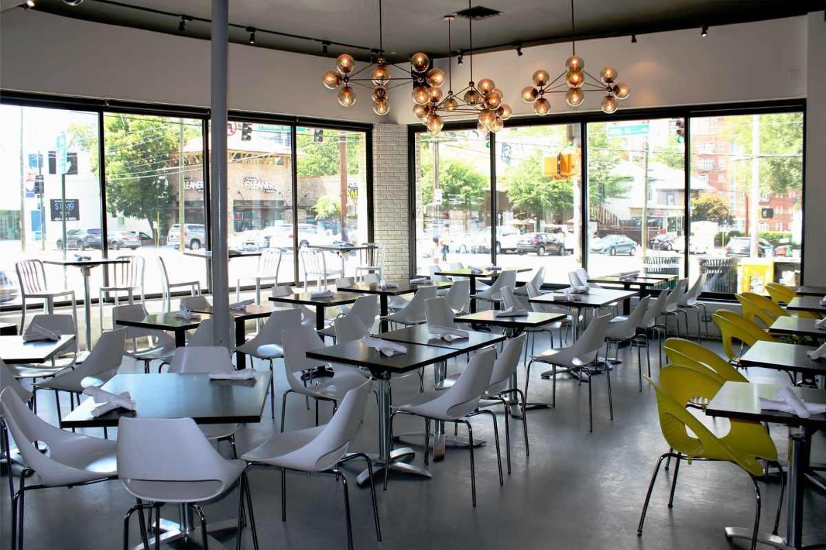 tables-inside-10th-&-piedmont-restaurant