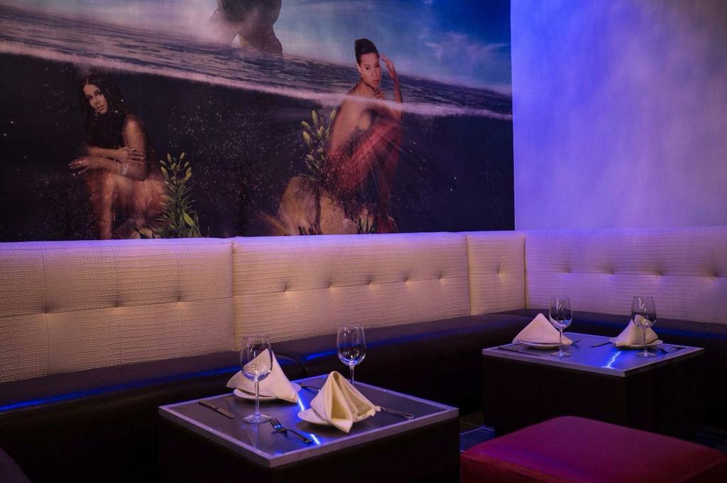 two-tables-inside-atlantis-restaurant-and-lounge-bottomless-brunch-atlanta