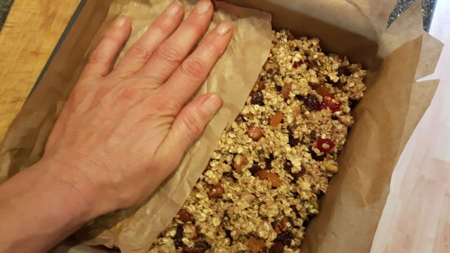 How to compress Chewy fruit and nut flapjack