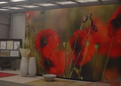 Mit einem großformatigem Digitaldruck wird unser Eingang zur Mohnblumenwiese