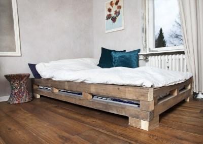 ein selbstgebautes Bett