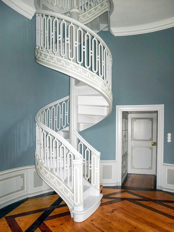 Farbe im Treppenhaus für gute Laune