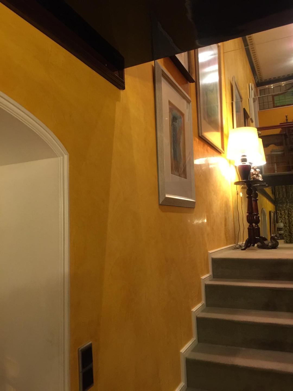 Sonnengelb im Treppenhaus