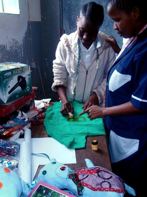 Nähen in Afrika mit farbenmix