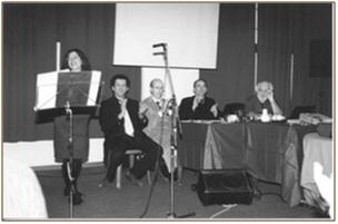 da destra Pier Paolo Scattolin, Pier Luigi Postacchini, Andrea Angelini, Alessandro Calò, relatori del Convegno; a sinistra Silvia Testoni, direttrice della Corale Cavallini di Modena