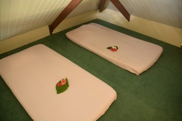 Grand bungalow : Vai Hau : Mezzanine avec matelas.