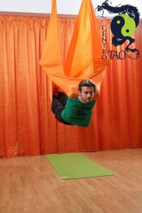 yoga-in-volo-antigravity-centro-tao-messina-5