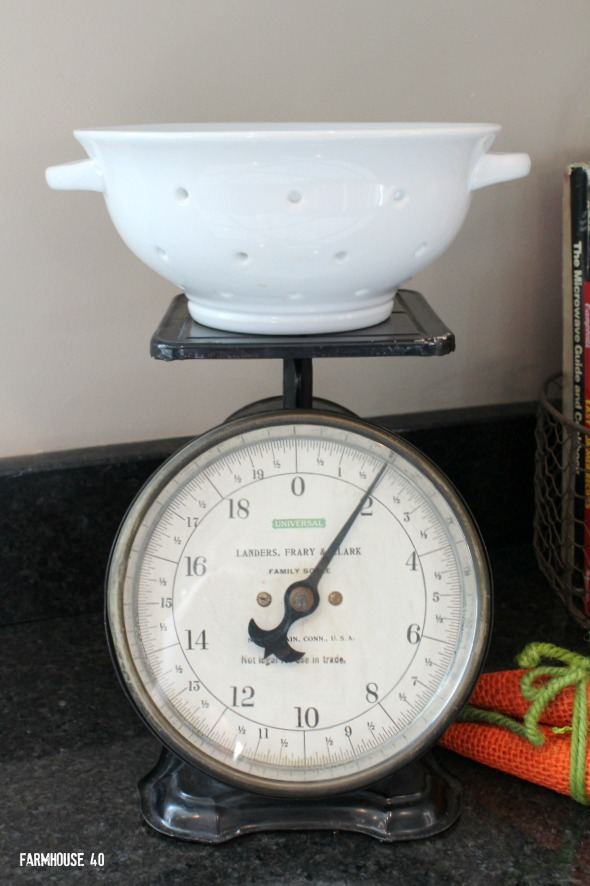 antique scales in the kitchen 3869