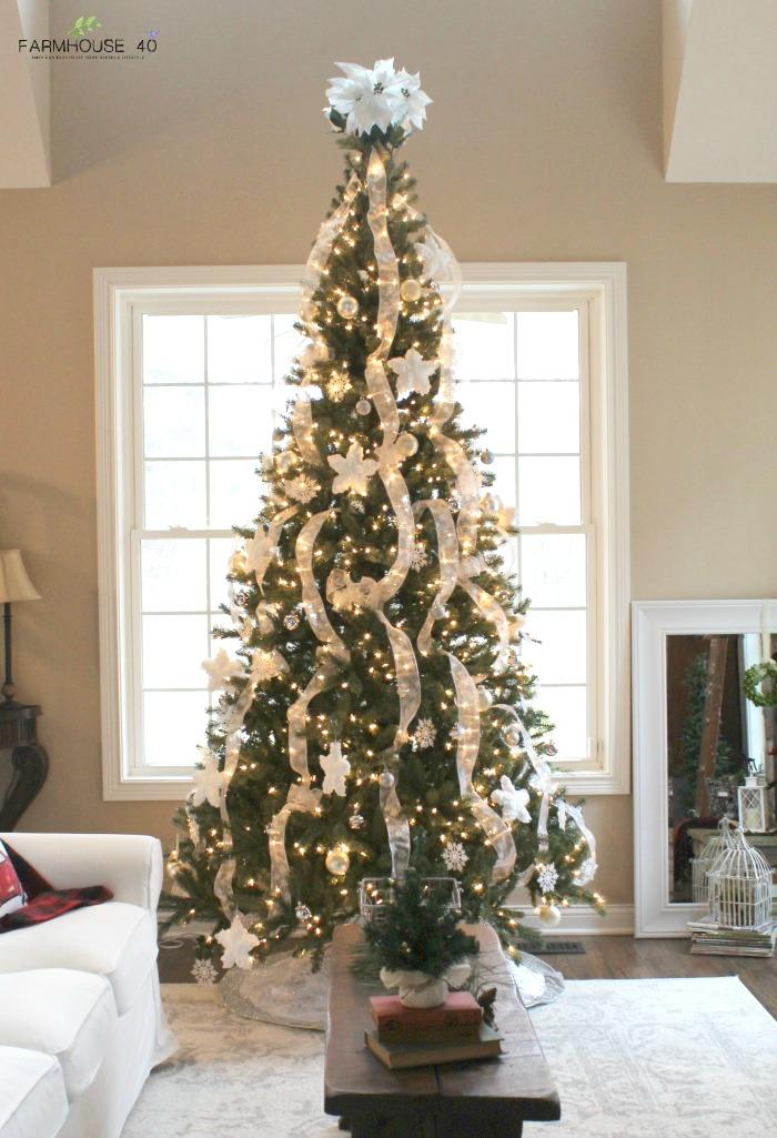 farmhouse-christmas-tree