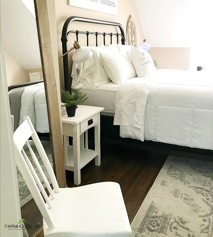 40 Guest Bedroom Ideas: Farmhouse Guest Bedroom