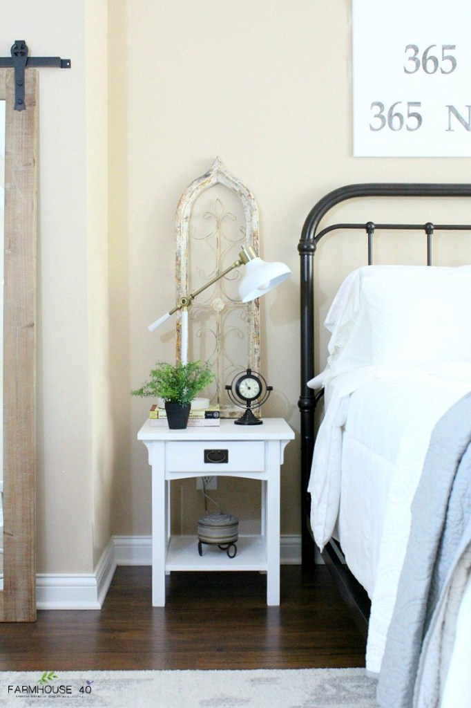 Farmhouse-Guest-Bedroom-Makeover