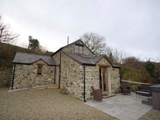 cottage with hot tub in west wales