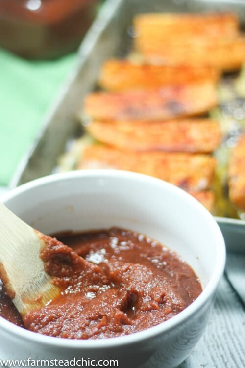 Sweet and spicy, thick and robust, this Paleo & Whole30 Ketchup not only tastes amazing, but it's also incredibly easy to make!