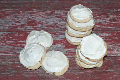 Crispy Cookie Coffeecakes, cinnamon roll iced cookies from The Farmwife Feeds #cookies #recipes #sweets