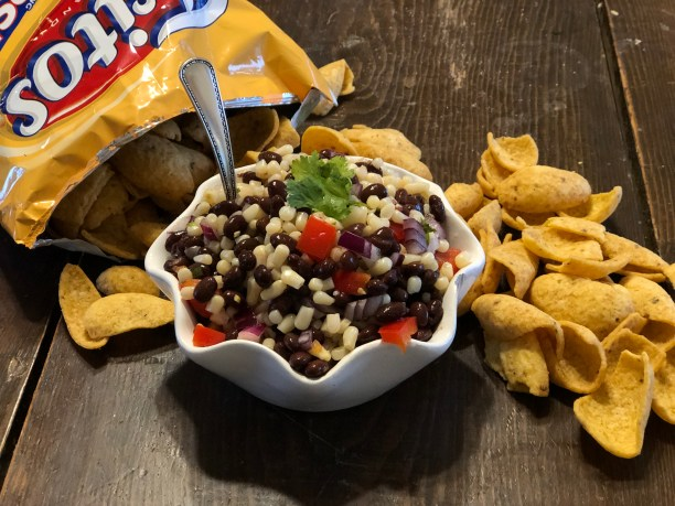 Corn and Black Bean Salsa from Farmwife Feeds is a great taste combination using shoe peg corn. #salsa #recipe #blackbeans #corn