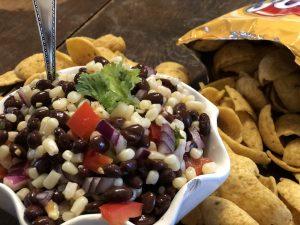 Corn and Black Bean Salsa from Farmwife Feeds is a great taste combination using shoe peg corn. #salsa #recipe #blackbeans #corn