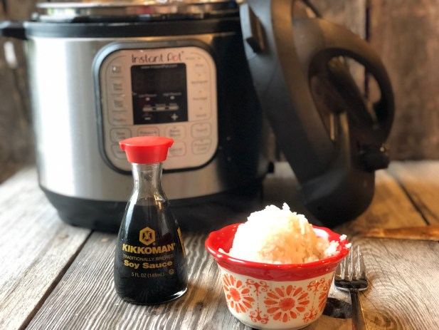Instant Pot Sticky Rice from Farmwife Feeds is the perfect sticky rice in just 7 minutes, compliments any meal! #rice #stickyrice #instantpot