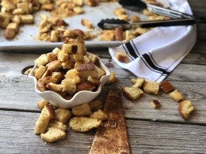 Homemade Croutons from Farmwife Feeds are a great way to use up stale bread or the save all the heels, super easy and delicious. #bread #homemade #croutons #salad