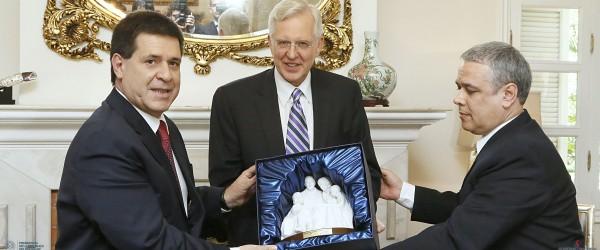 Elder Christofferson se reunió con Presidente de Paraguay
