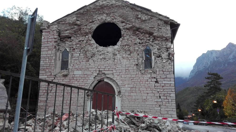 Risultati immagini per chiesa danneggiata marche 2016