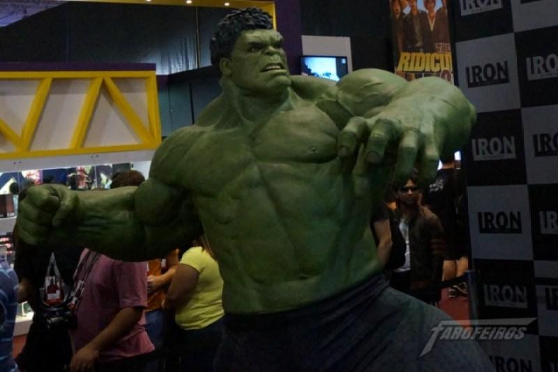 Farofeiros na CCXP 2015 - Hulk no stand da Iron Studios