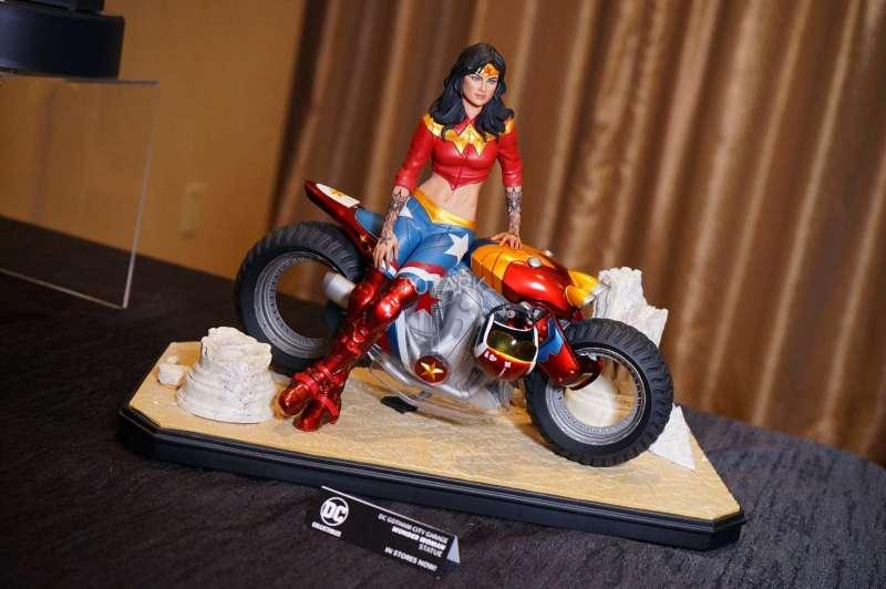 O melhor dos colecionáveis da SDCC 2017 - DC Collectibles Statues - Mulher Maravilha motociclista