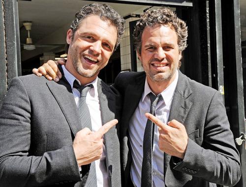 Atores da Marvel e seus dublês - Bruce Banner de Mark Ruffalo & Anthony Molinari - Blog Farofeiros