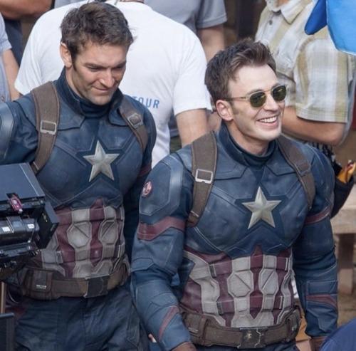 Atores da Marvel e seus dublês - Capitão América de Chris Evans & Sam Hargrave - Blog Farofeiros